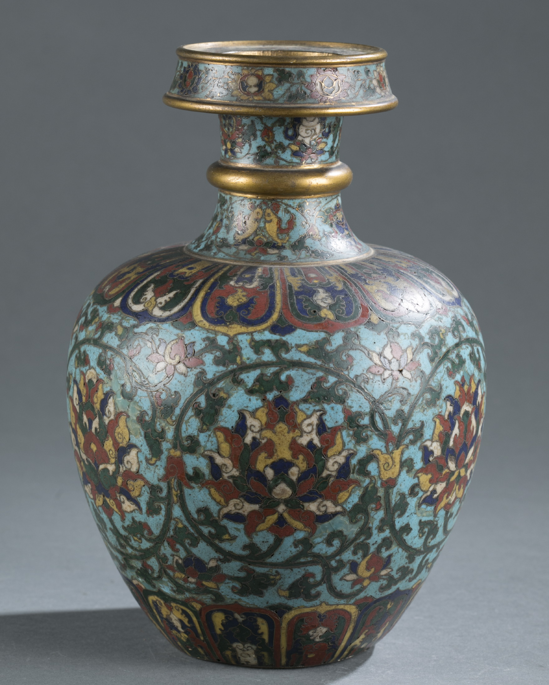 A Chinese cloisonné bottle vase that provoked a frenzy at Quinn's Auctions, ultimately selling for $812,500 against an estimate of $400 to $600,